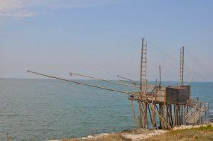 Trabucco an der Küste des Gargano in Apulien