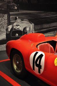 Rennwagen im Museo Ferrari in Maranello bei Modena