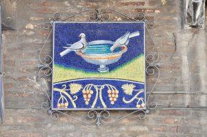 Mosaik an einer Hauswand in Ravenna