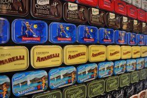 Lakritzdosen Amarelli im Shop in Rossano Calabria Kalabrien