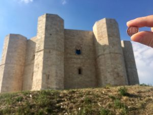 Castel del Monte in Puglia Apulien mit 1 Cent Münze