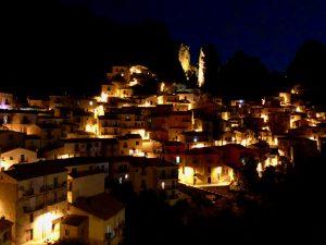Castelmezzano bei Nacht in den Dolomiti Lucane Lukanien in Basilikata Basilicata
