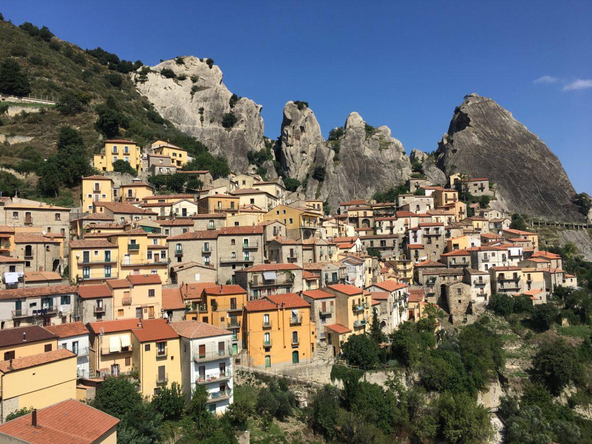 Castelmezzano bei Tag in den Dolomiti Lucane Lukanien in Basilikata Basilicata