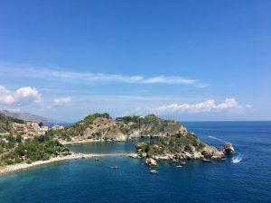 Blick auf die Isola Bella bei Taormina in Sizilien Sicilia