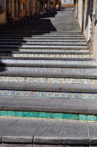 Die Majolika-Treppe mit 142 Stufen in Caltagirone Sizilien Sicilia