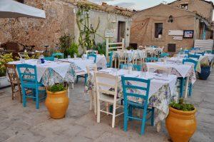 Restaurant auf der Piazza in Marzamemi Sizilien Sicilia