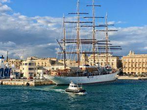 Die Sea Cloud im Hafen von Trapani Sizilien