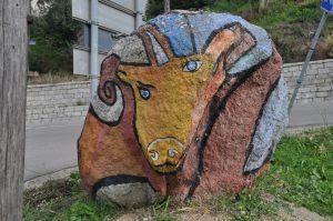 ein bemalter Felsen bei Orgosolo auf Sardegna Sardinien