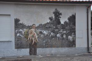 Eine Wandmalerei in Tinnura auf Sardinien