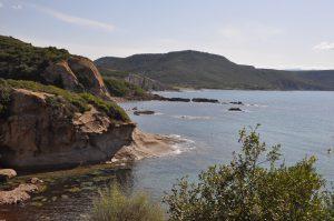 Der Strand und die Bucht Compoltittu auf Sardinien
