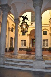 Blick in den Hof eines Palazzo in der Via Garibaldi Genova Genua