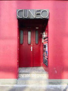 Der Eingang des Restaurants Cuneo in der Davidstraße