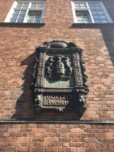 Detail von Richard Kuöhl an der Davidwache in Hamburg
