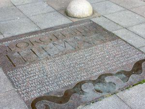 Die Telemann-Gedenkplatte am Rathaus in Hamburg