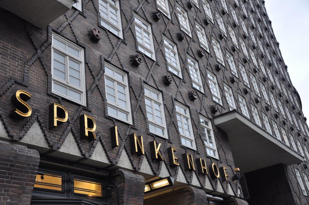 Kontorhaus Sprinkenhof aus Backstein im Stil des Backsteinexpressionismus