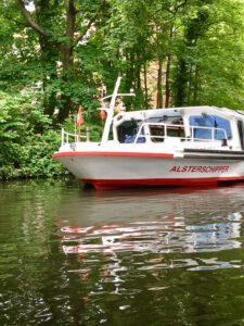Urlaub in Hamburg mit dem Alsterdampfer auf Kanalfahrt