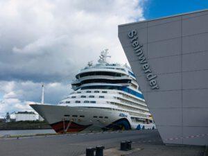 Die AIDA Mar am Cruise Terminal Steinwerder